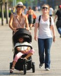 jessica-alba-pushes Honor in stroller